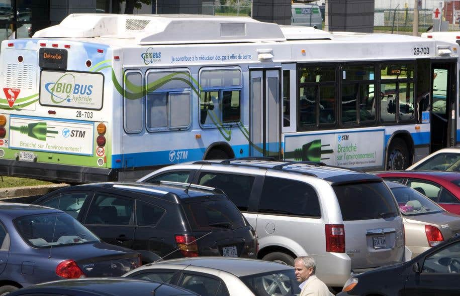 Lors de la campagne électorale, MmePlante s'est engagée à commander «dès le lendemain de l'élection» 300 autobus hybrides pour les ajouter au réseau de transport montréalais d'ici 2020.