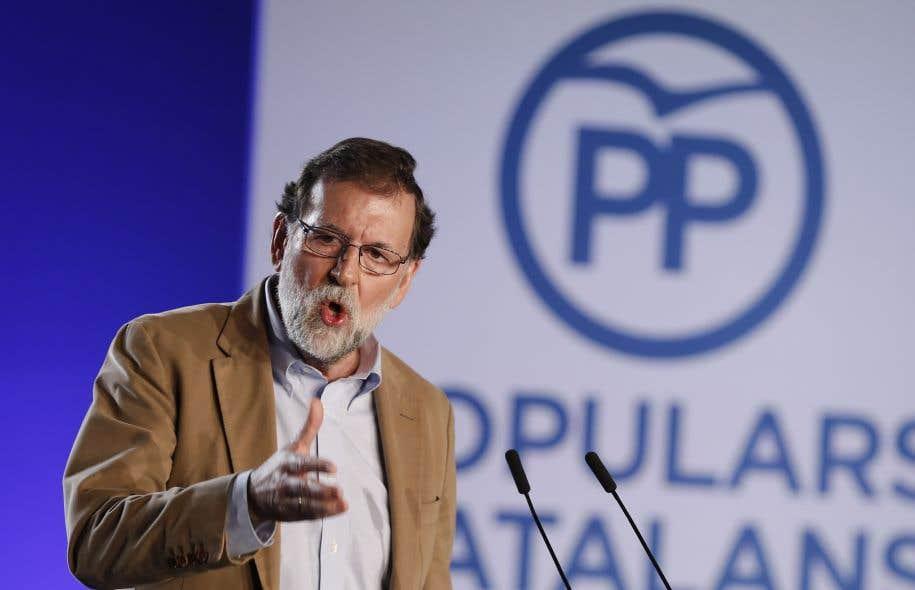 Mariano Rajoy lors d'un meeting du Parti populaire en vue des élections régionales qu'il a convoquées pour le 21décembre.