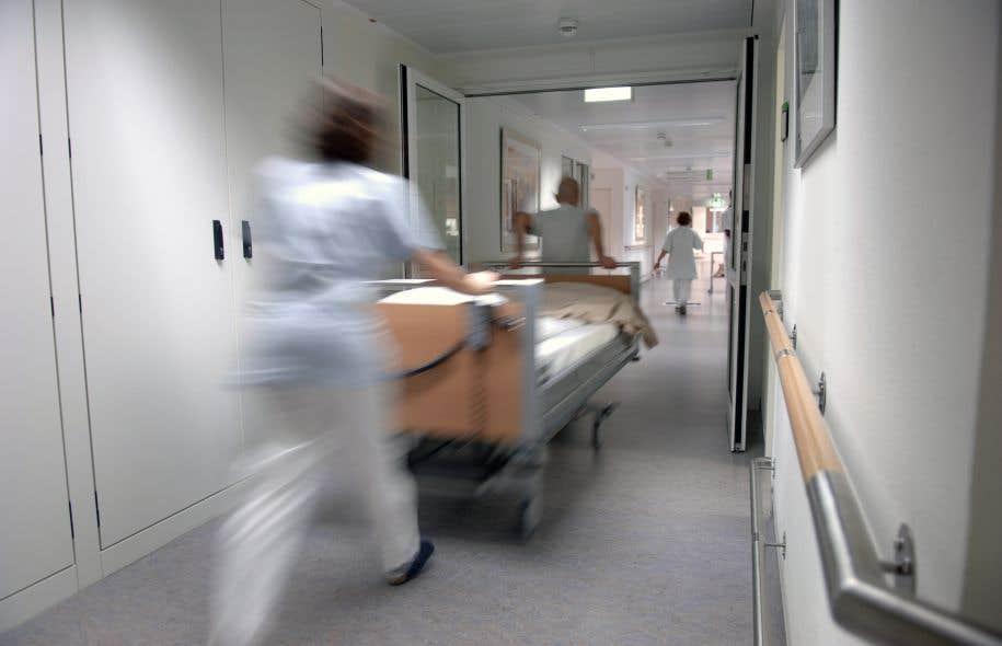 La sortie du collège survient quelques jours après les allégations de harcèlement sexuel faites à Radio-Canada par une employée à l'égard d'un médecin du Centre de santé universitaire McGill (CUSM).