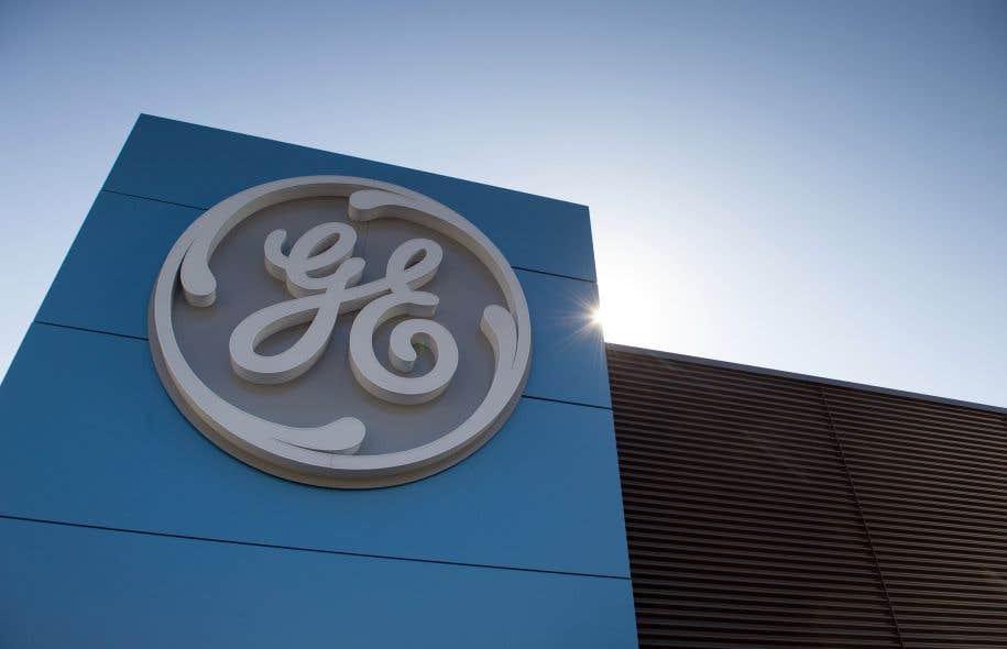 La situation financière du groupe est à ce point critique que GE a dû annoncer lundi qu'il diviserait par deux son dividende.