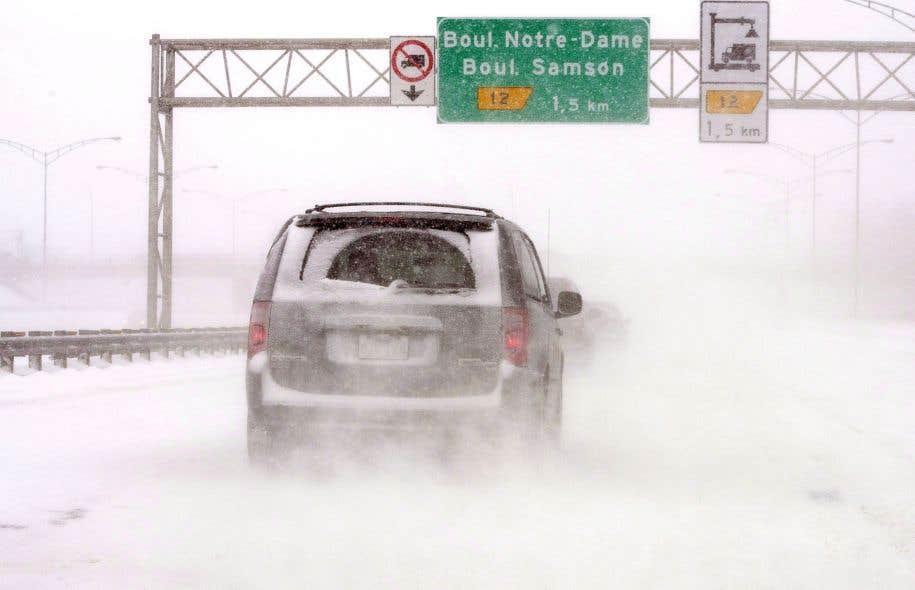 Près de 1650 automobilistes ont demandé une indemnisation au gouvernement du Québec pour avoir été coincés dans le bouchon monstre sur l'autoroute 13, photographiée ici lors d'une tempête précédente.