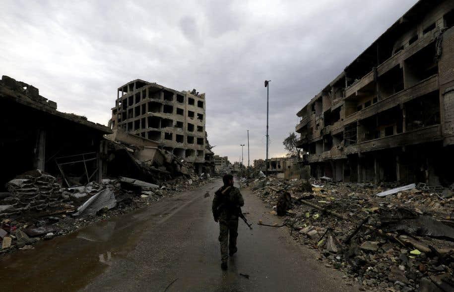 La coalition avait affirmé avoir reçu l'assurance des FDS que les combattants étrangers du groupe EI ne pourraient pas quitter Raqqa.