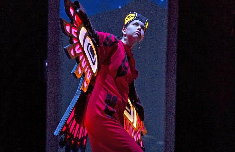 L'une des principales préoccupations de la compagnie Dancers of Damelahamidest la transmission et la préservation d'un patrimoine dansé.