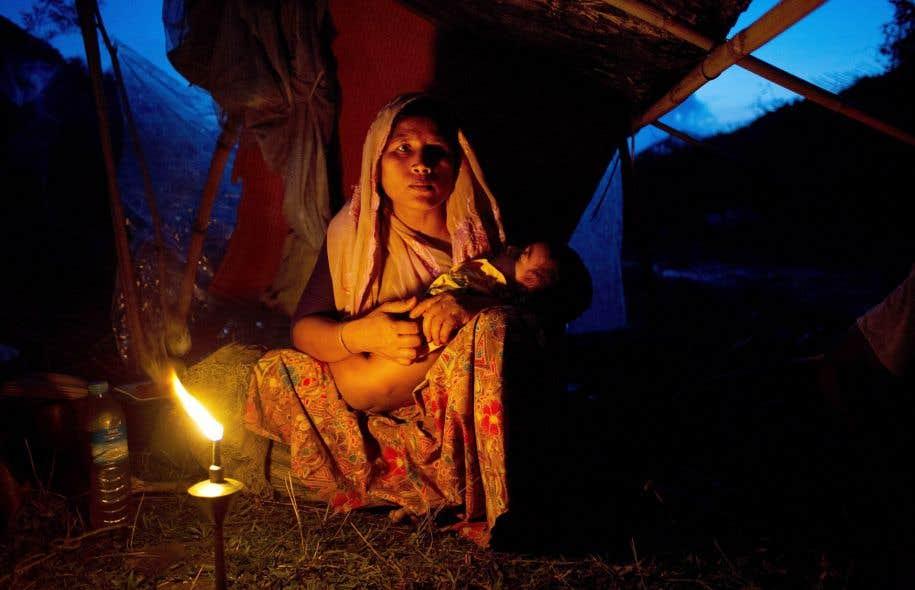 Trente-cinq organisations non gouvernementales ont appelé lundi la communauté internationale à organiser une réunion d'urgence du Conseil des droits de l'homme de l'ONU sur la crise des Rohingyas.