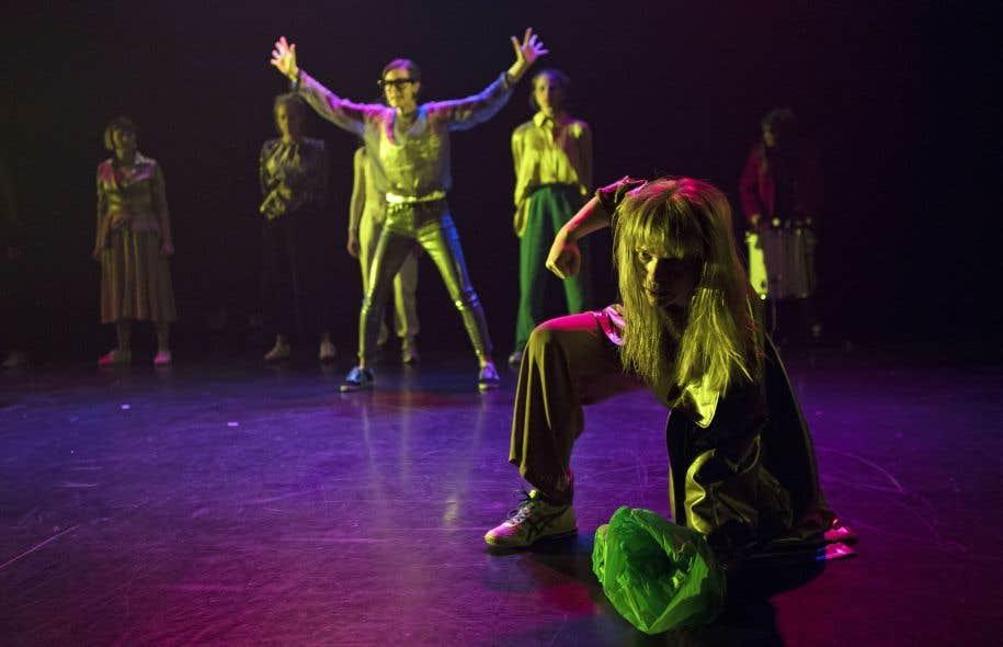 Le spectacle de la troupe féminine Les Écornifleuses s'ouvre sous le signe de la liberté.