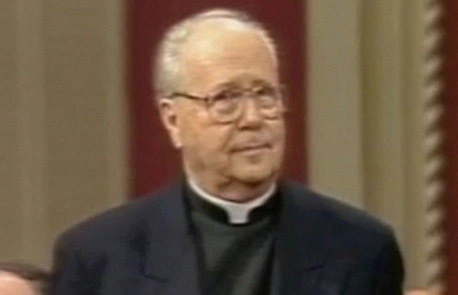 René Latourelle lors de la remise de l'insigne de grand officier, en 1994
