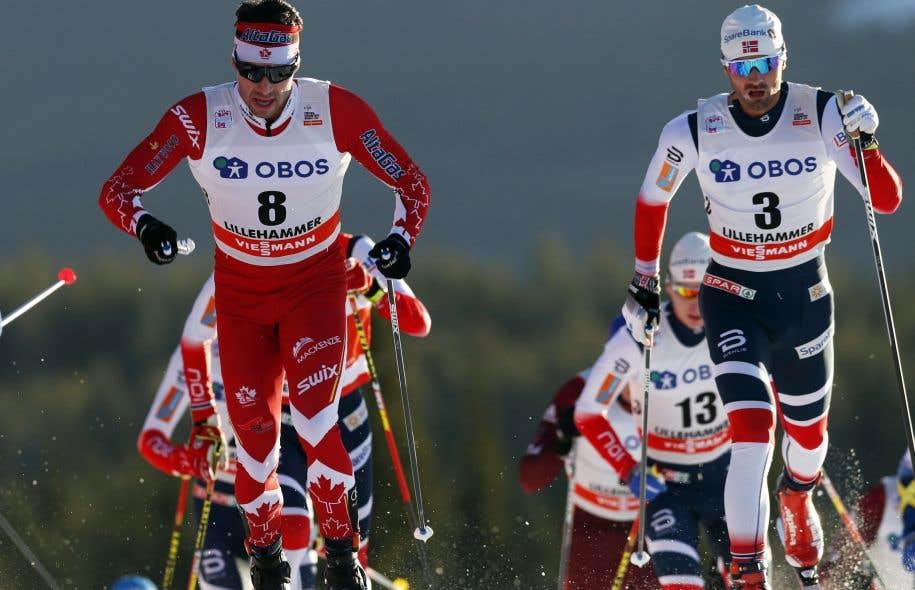 Le fondeur québécois Alex Harvey, à gauche sur la photo, a terminé sixième à la Coupe du monde de ski de fond, dimanche.