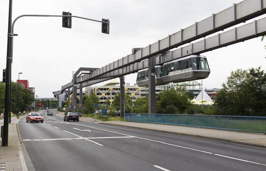 Le projet d'un monorail à grande vitesse (comme celui à Düsseldorf, en Allemagne, sur la photo) annoncé par Philippe Couillard la semaine dernière illustre tous les travers d'une mentalité brouillonne, estime l'auteur.