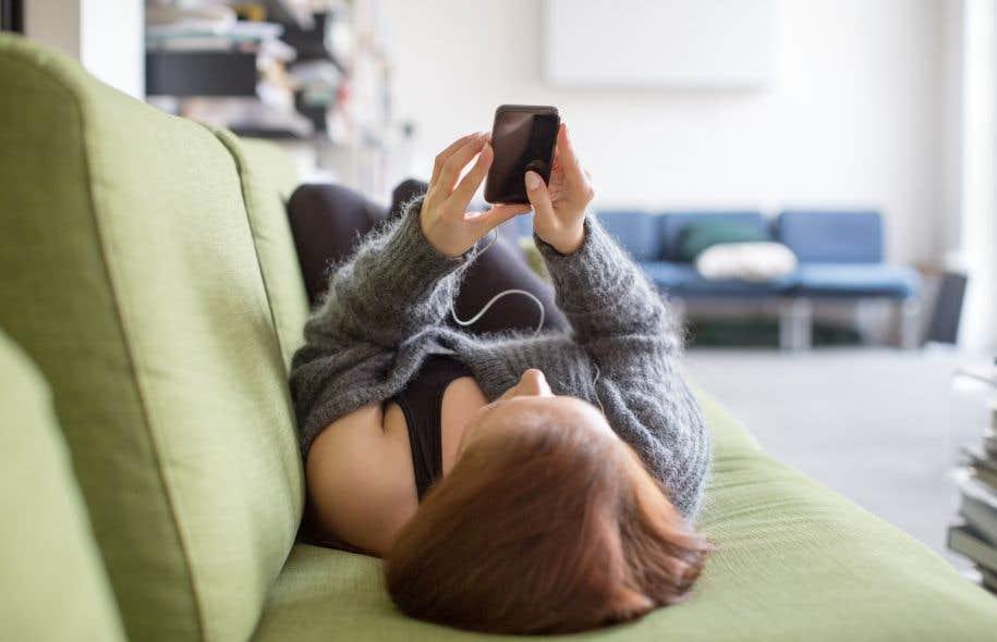 Si de plus en plus de jeunes humains trouvent refuge dans des mondes virtuels, c'est peut-être que le monde réel leur paraît moins intéressant, souligne l'auteur.