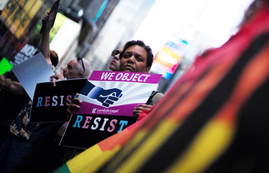 Une manifestation à New York, le 26 juillet, peu après l'annonce de Donald Trump à l'effet que les transgenres ne pourraient plus servir dans l'armée américaine.