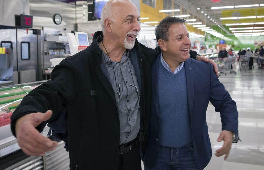 Pierre Masbanji et Roland Dick dans un magasin Adonis de Laval