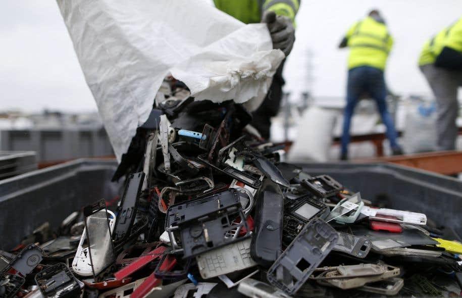 L'Union internationale des télécommunications salue le fait qu'un nombre croissant de pays ont adopté une législation visant à imposer et à encadrer la gestion des déchets électroniques sur leur territoire.