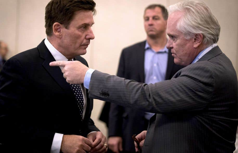 Le ministre Pierre Moreau en compagnie du président de l'Association pétrolière et gazière du Québec, Michael Binnion, en octobre