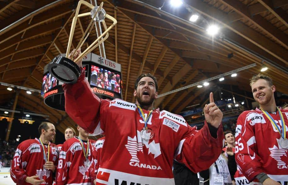 Le gardien canadien Kevin Poulin a bloqué 36 tirs pour blanchir l'équipe Suisse.