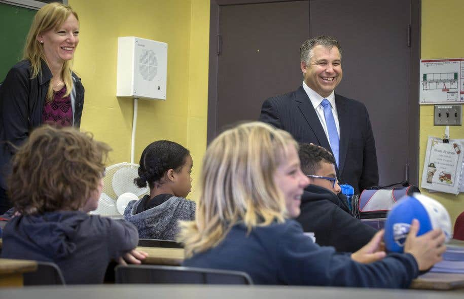 Le ministre de l'Éducation, Sébastien Proulx, lors de sa visite de l'école primaire Sainte-Louise-de-Marillac, à Montréal, en août dernier