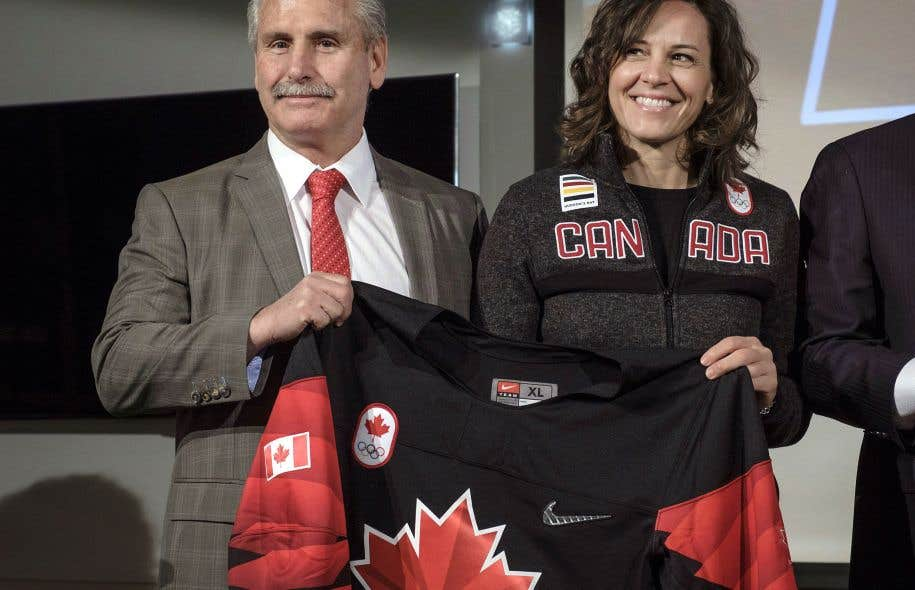 L'entraîneur-chef canadien, Willie Desjardins, a dévoilé jeudi à Calgary la composition de sa formation en compagnie de la chef de mission Isabelle Charest.