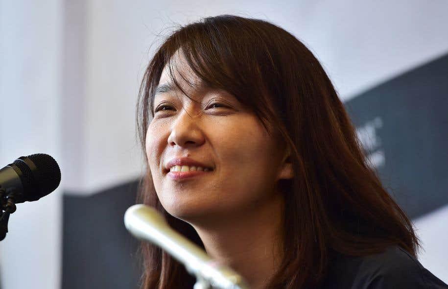 L'auteure sud-coréenne Han Kang publie une œuvre sensible qui laisse sa poésie étreindre la douleur et l'angoisse de l'être.