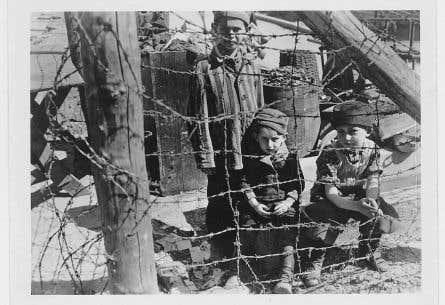 Ces jeunes garçons, survivants du camp de Buchenwald, font partie des rares survivants de l'Holocauste, qui a coûté la vie à 1,5million d'enfants juifs.