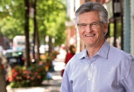 Gilles Deguire avait été élu maire de l'arrondissement de Montréal-Nord en 2009, puis réélu en 2013 avec l'Équipe Denis Coderre.