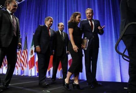 Les négociateurs de l'ALENA Chrystia Freeland (Canada) et Robert Lighthizer (États-Unis) lors d'une conférence de presse, mercredi, à Washington
