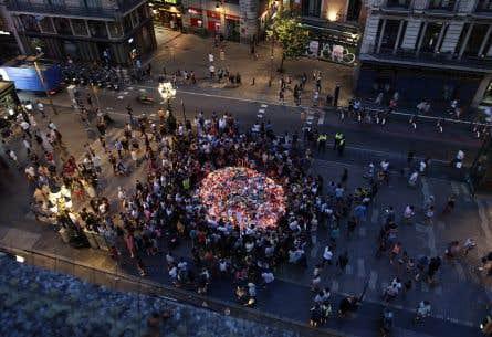 Un rassemblement en hommage aux victimes de l'attentat de Barcelone, vendredi