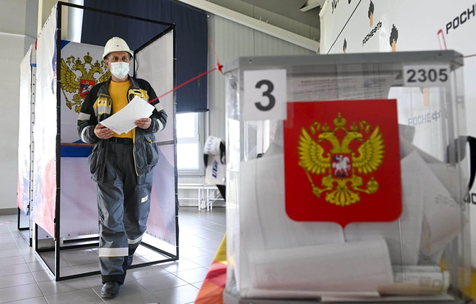 Les Russes commencent à voter à des élections sans opposants