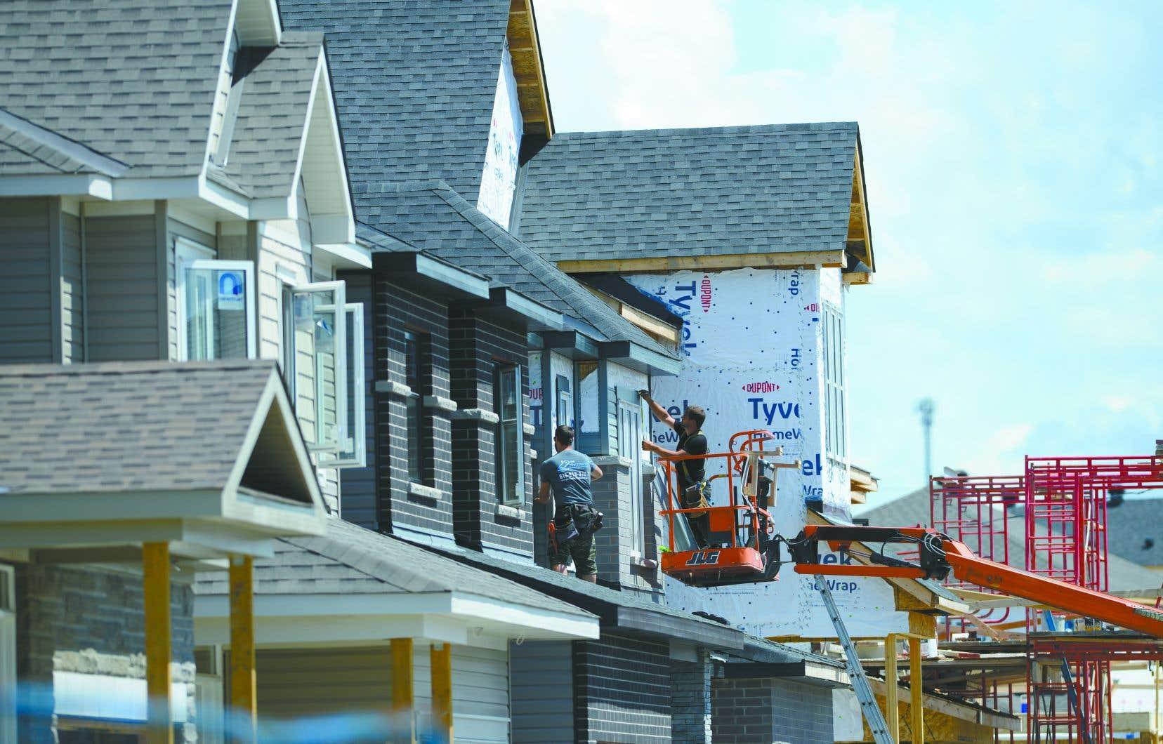 Le taux de mises en chantier de maisons individuelles en milieu urbain au Canada a diminué de 2% pour s'établir à 62662 logements au mois d'août.