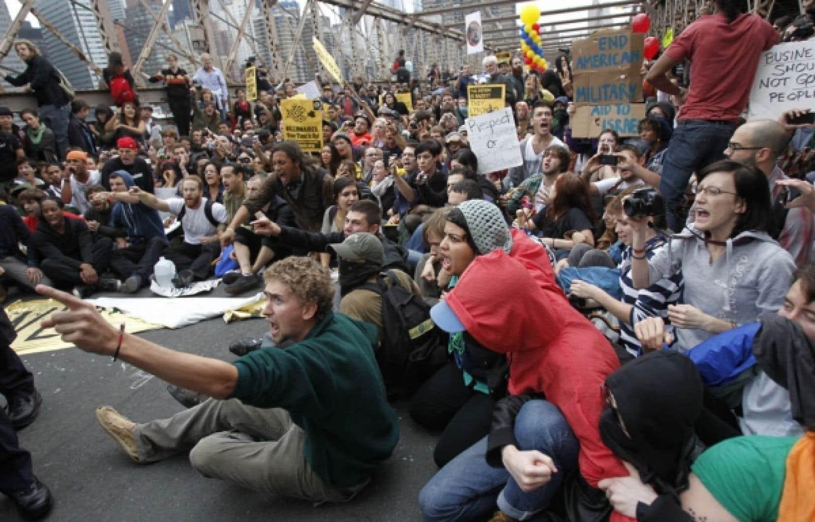Sept cents personnes ont été arrêtées samedi pour avoir bloqué le pont de Brooklyn<br />