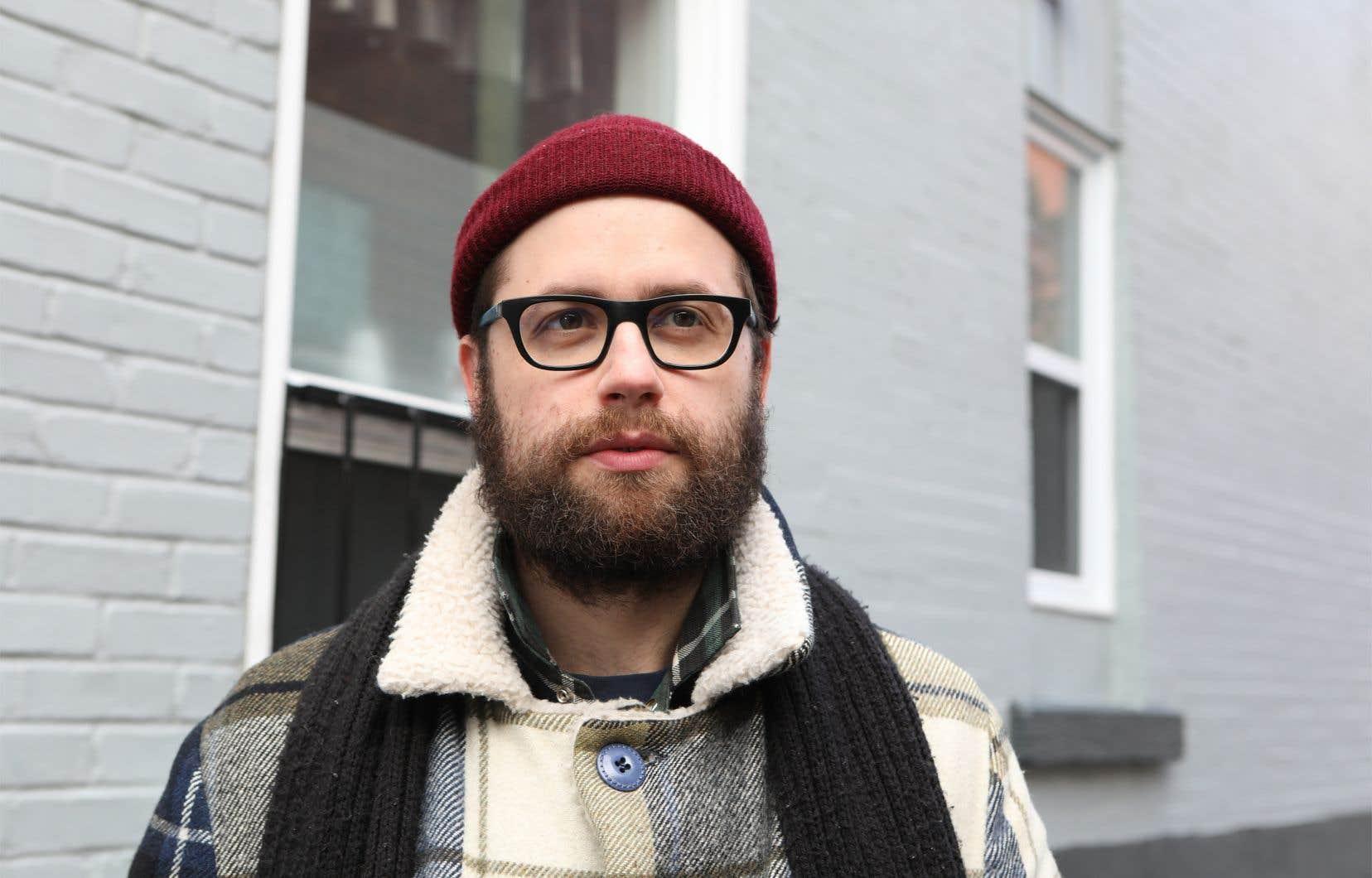 Dans«L'apocalypse durable, pamphlet à l'usage des écoanxieux pour radicaliser leur famille», l'humoriste québécois Fred Dubé, âgé de 36 ans, se sert de l'humour et de la poésie comme arme militante pour éveiller les consciences écologiques.