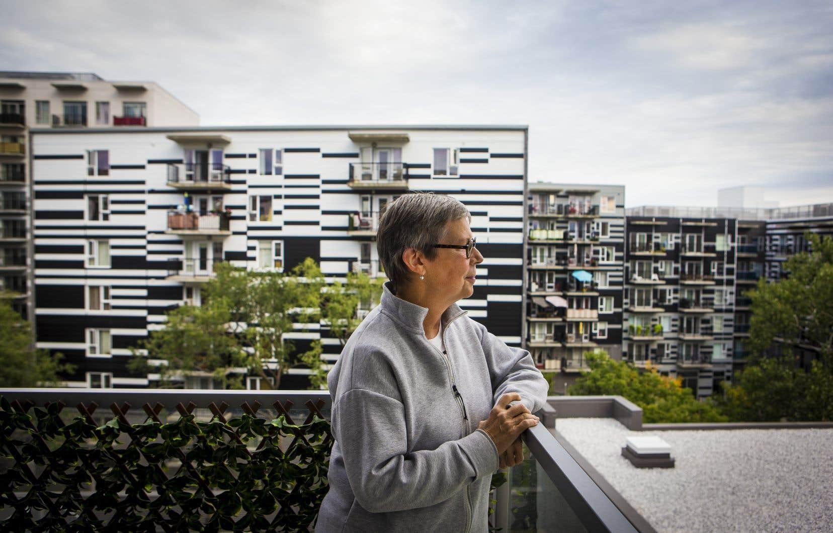 La néo-Montréalaise Marie-Claude Roux a fait le choix de quitter la Rive-Sud, dans la région de Montréal, pour la métropole lors de la pandémie, attirée par la vie «trépidante» que lui offrait ce changement.