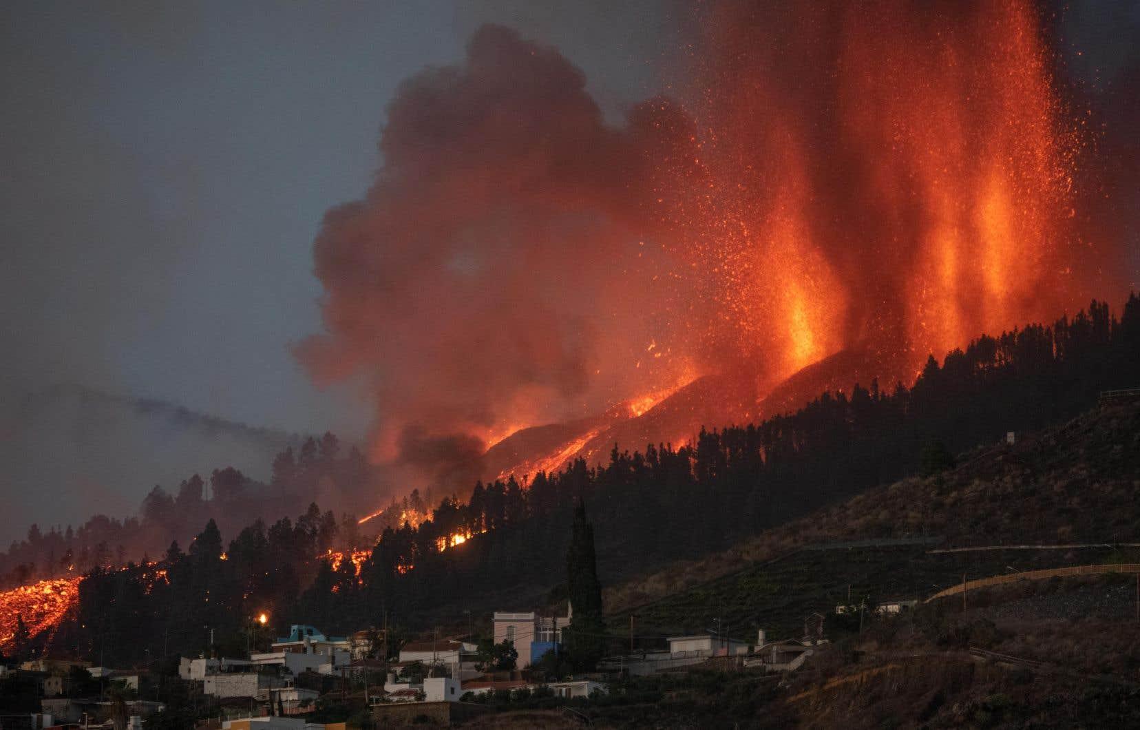 Six mille personnes au total ont dû quitter leur domicile depuis le début de l'éruption dimanche après-midi.