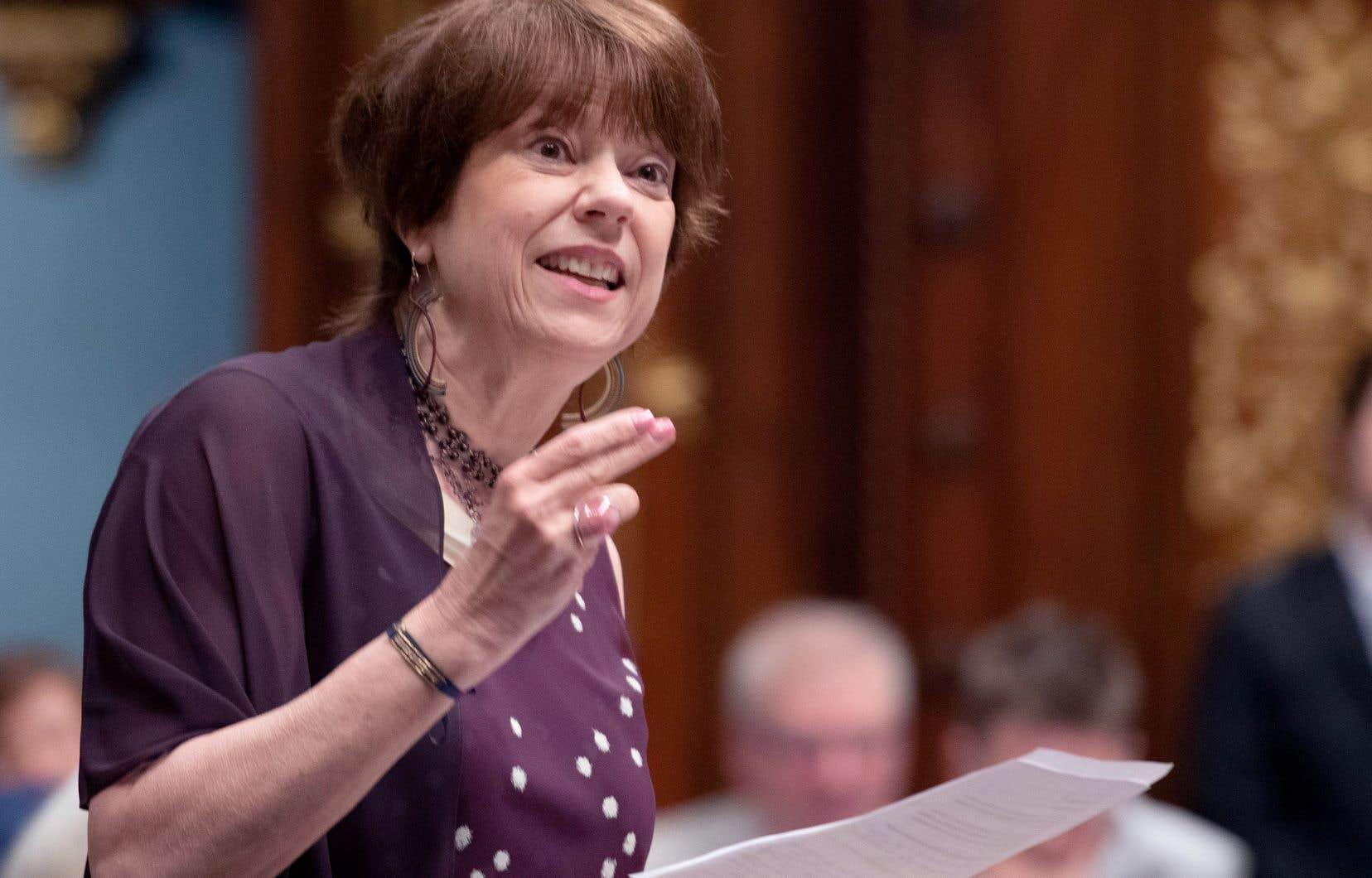 En entrevue, la députée libérale Hélène David a affirmé que son parti souhaite rester «cohérent».