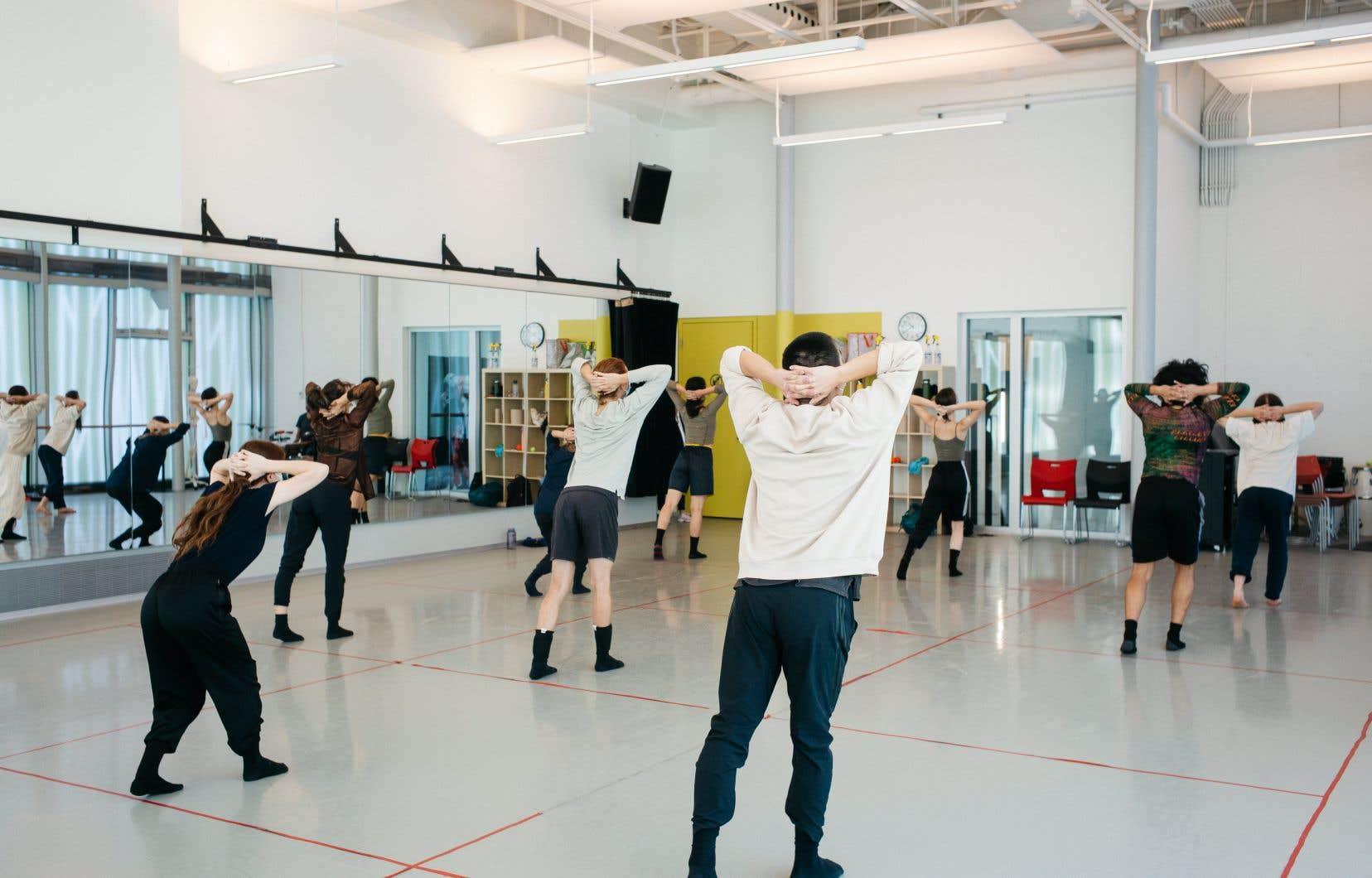 Une des nombreuses forces de l'EDCM est de rester connectée à son milieu, notamment en invitant de nombreux artistes à venir donner les classes ou enseigner des pièces afin d'être «représentatif du milieu professionnel».