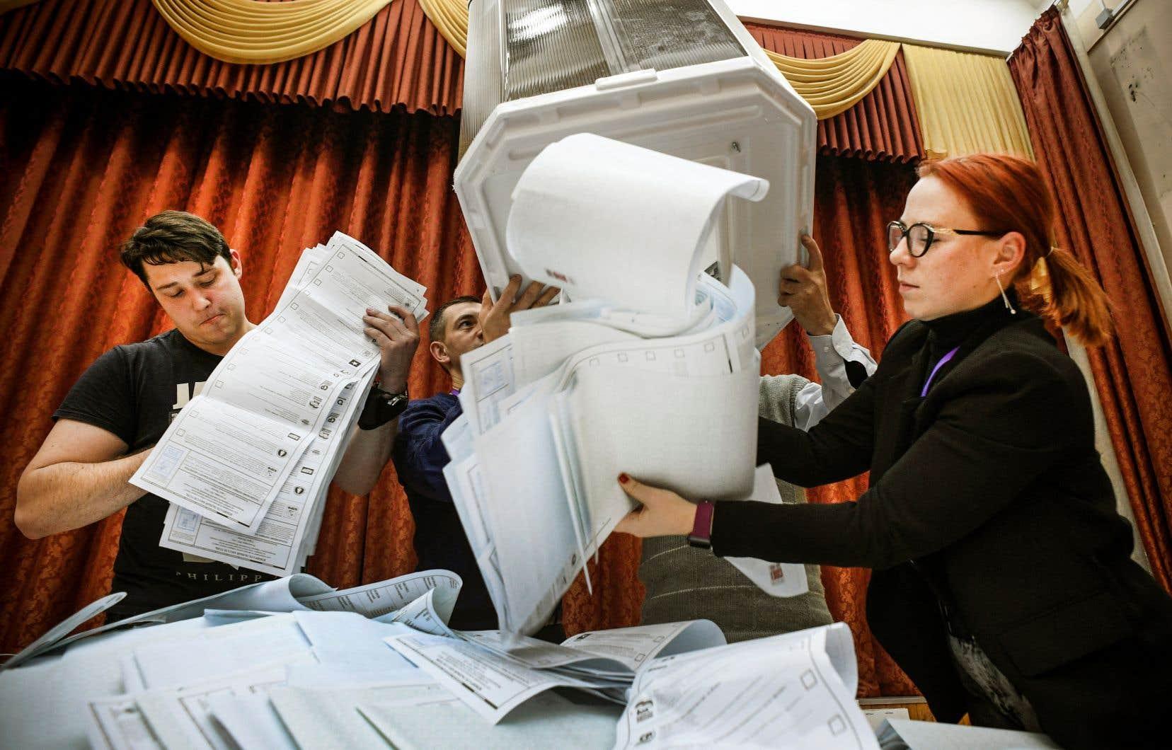 La formation Russie unie est créditée de 49,82% des voix, selon des résultats portant sur 99,98% des bureaux de vote.