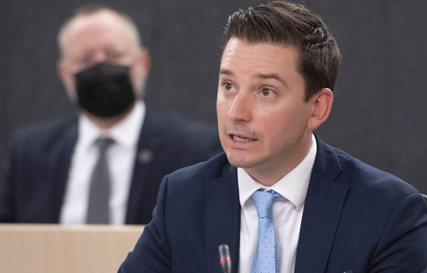 Le ministre Simon Jolin-Barrette a dit avoir entendu au cours des dernières semaines des propos «insensés» sur la pièce législative, qui vient relancer le débat linguistique au Québec.