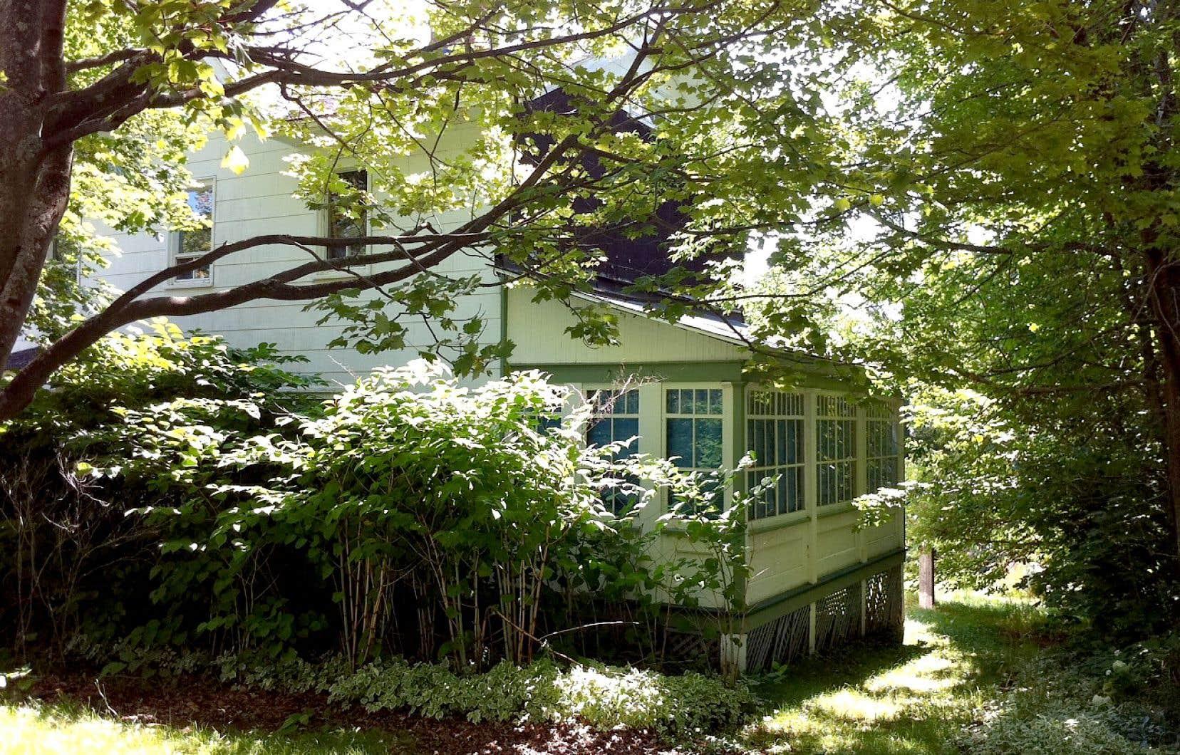 La maison gaspésienne où a grandi l'ancien premier ministre du Québec René Lévesque avait été classée monument historique en 1995 et immeuble patrimonial en 2012. Québec a finalement acquis la bâtisse.