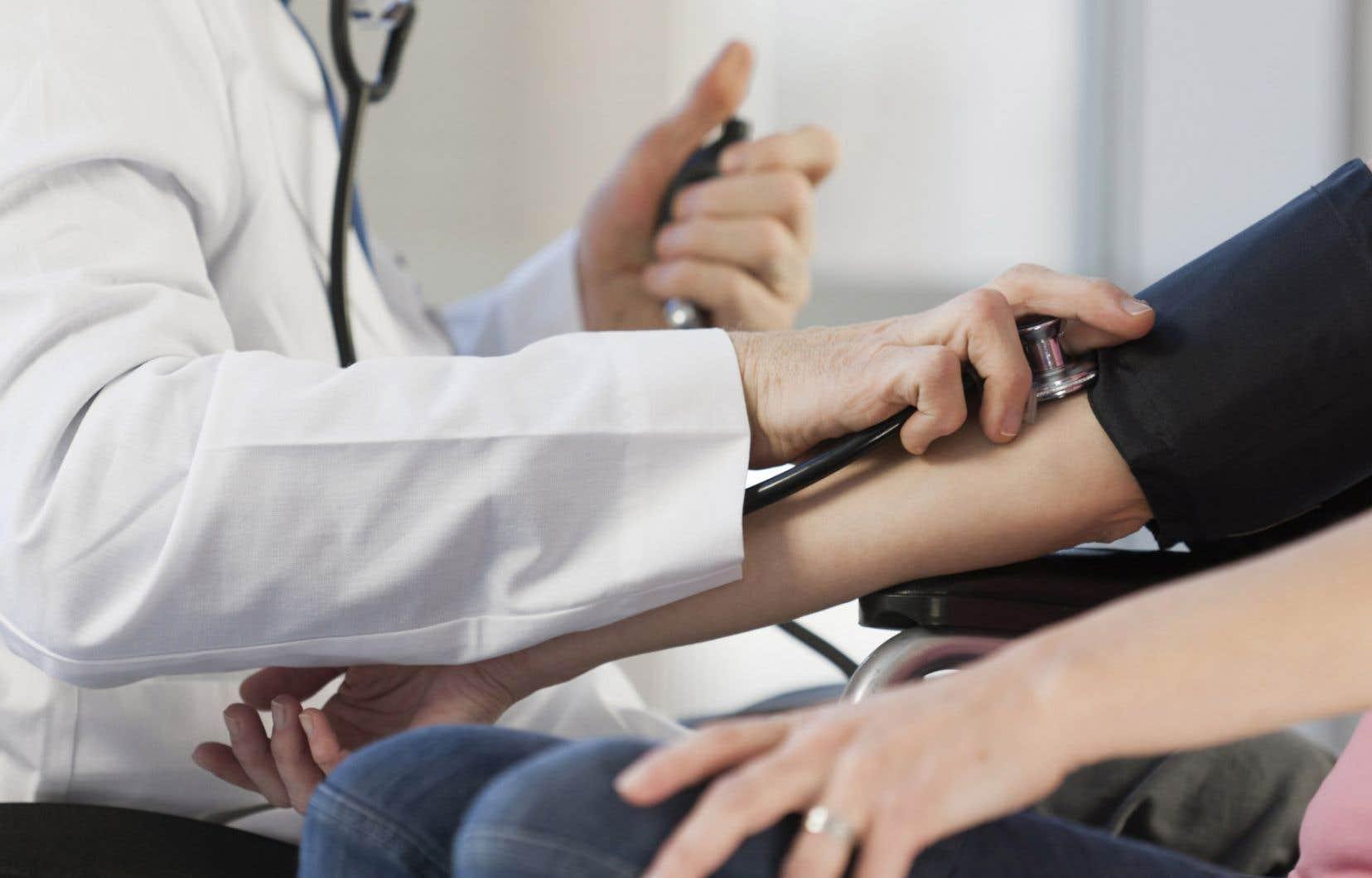 «Les patients sans médecin rencontrent d'insurmontables obstacles pour obtenir un rendez-vous dans des cliniques médicales», déplore l'autrice.