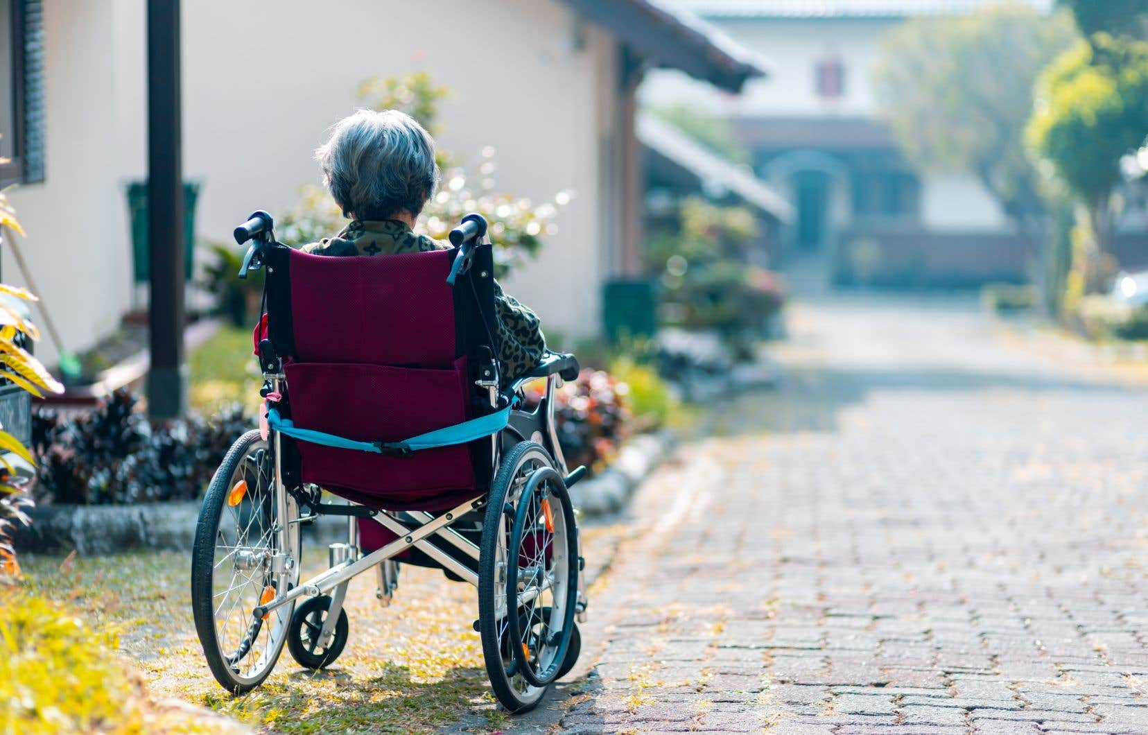 Chez les personnes plus âgées, les déclencheurs de l'anxiété sont parfois moins concrets et plus profonds. On peut notamment penser à la peur de l'abandon ou à la peur de l'isolement.