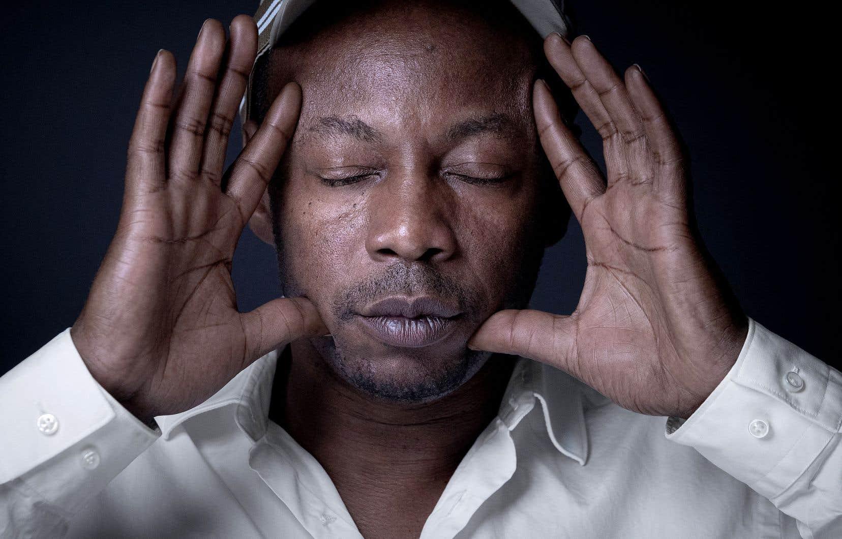 Le rappeur Claude M'Barali, alias MC Solaar, nous revient après un long litige judiciaire qui l'opposait à Polydor Universal.