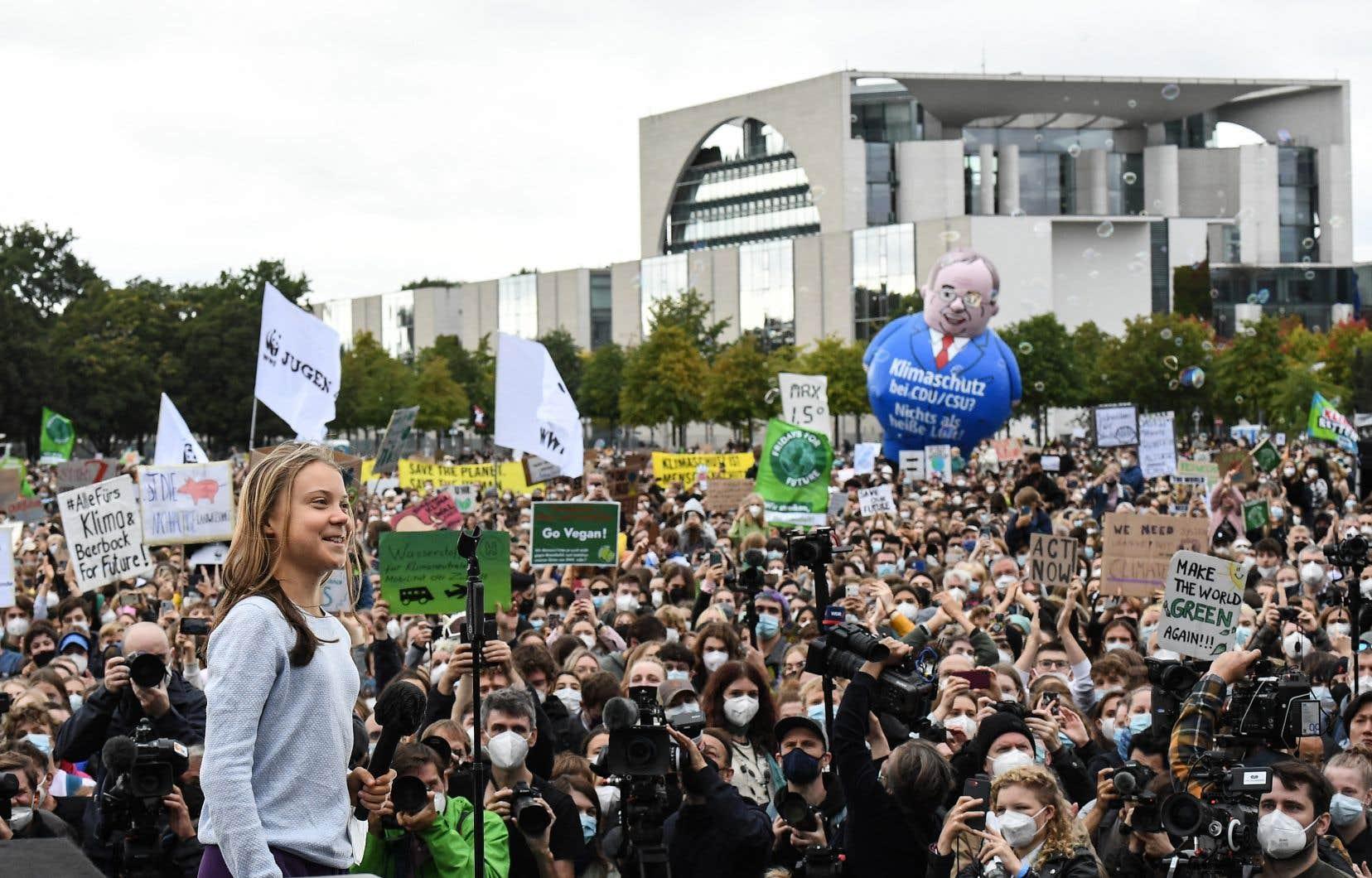 «Les partis politiques n'en font pas assez» pour le climat, a lancé la jeune militante suédoise Greta Thunberg à une foule de manifestants.