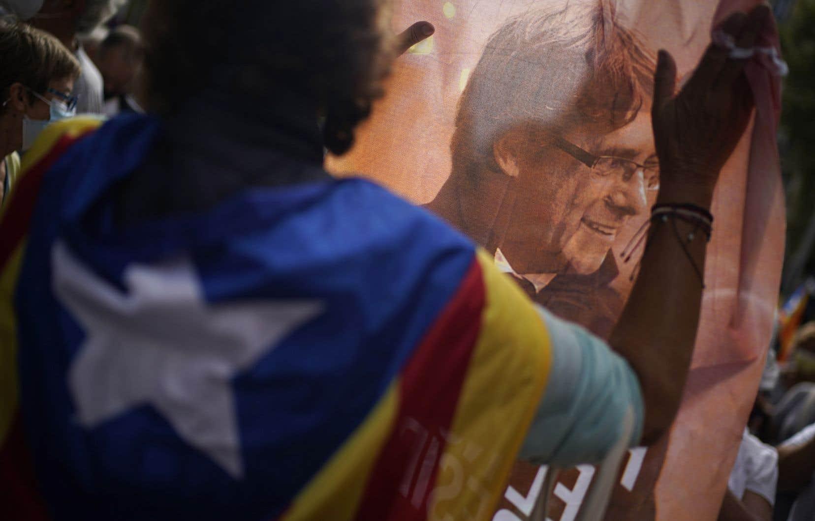 Cette arrestation a provoqué la colère des indépendantistes catalans, dont plusieurs centaines ont manifesté vendredi devant le consulat d'Italie à Barcelone.