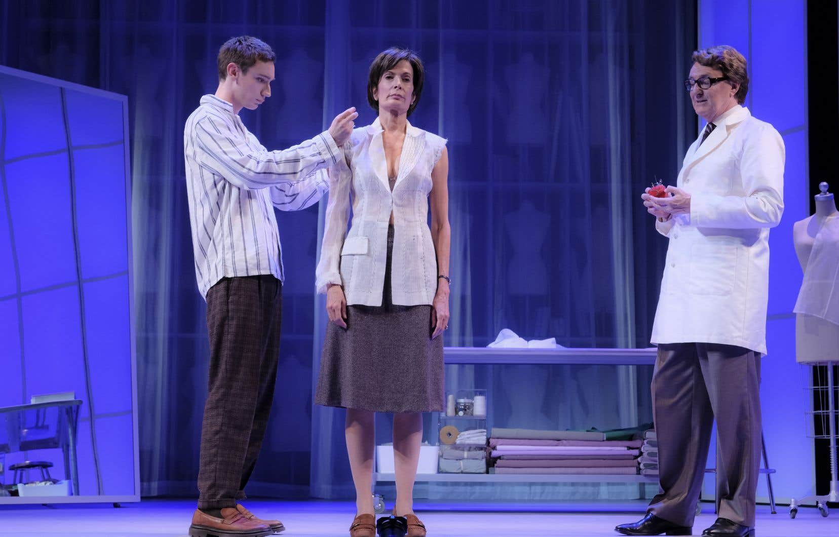 Théodore Pellerin, Anne-Marie Cadieux et Yves Jacques dans «Embrasse», une pièce où certaines répliques s'impriment en nous pour toujours.