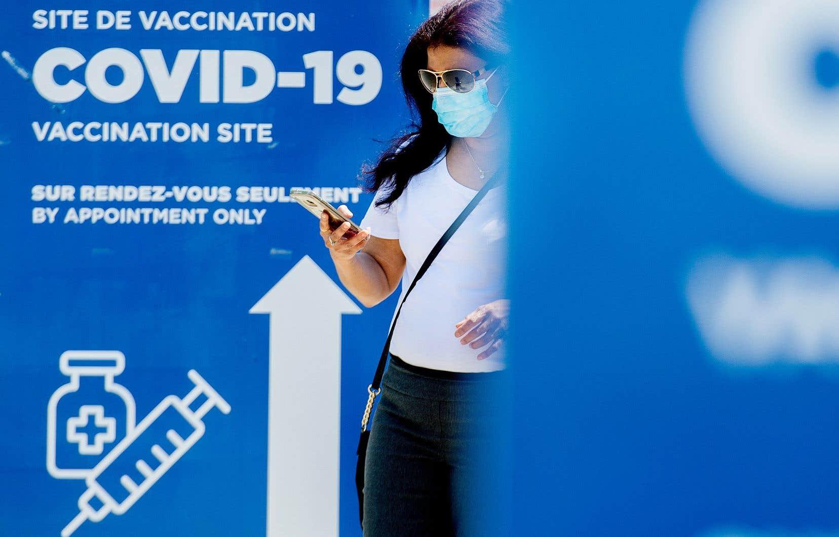 Rappelons qu'au tout début de la campagne de vaccination, devant la rareté des doses de vaccin, les autorités sanitaires du Québec avaient décidé de retarder l'administration de la seconde dose afin de pouvoir offrir une protection vaccinale à un plus grand nombre de personnes vulnérables.