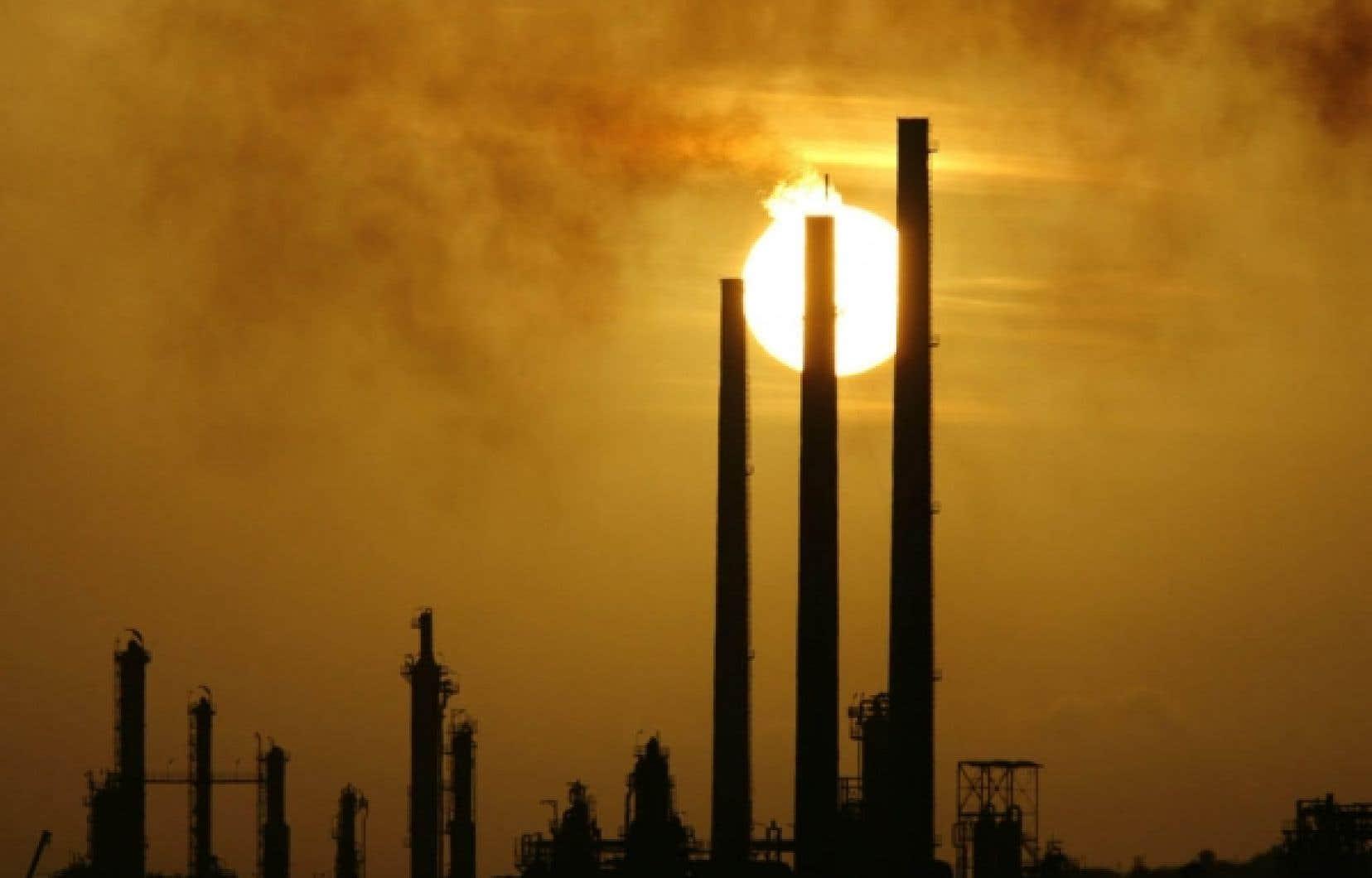 Le Canada, le Japon et la Russie ont tous trois ratifié le protocole de Kyoto. Mais ils ne veulent pas s'engager dans une deuxième phase de réductions des émissions de GES après 2012.<br />