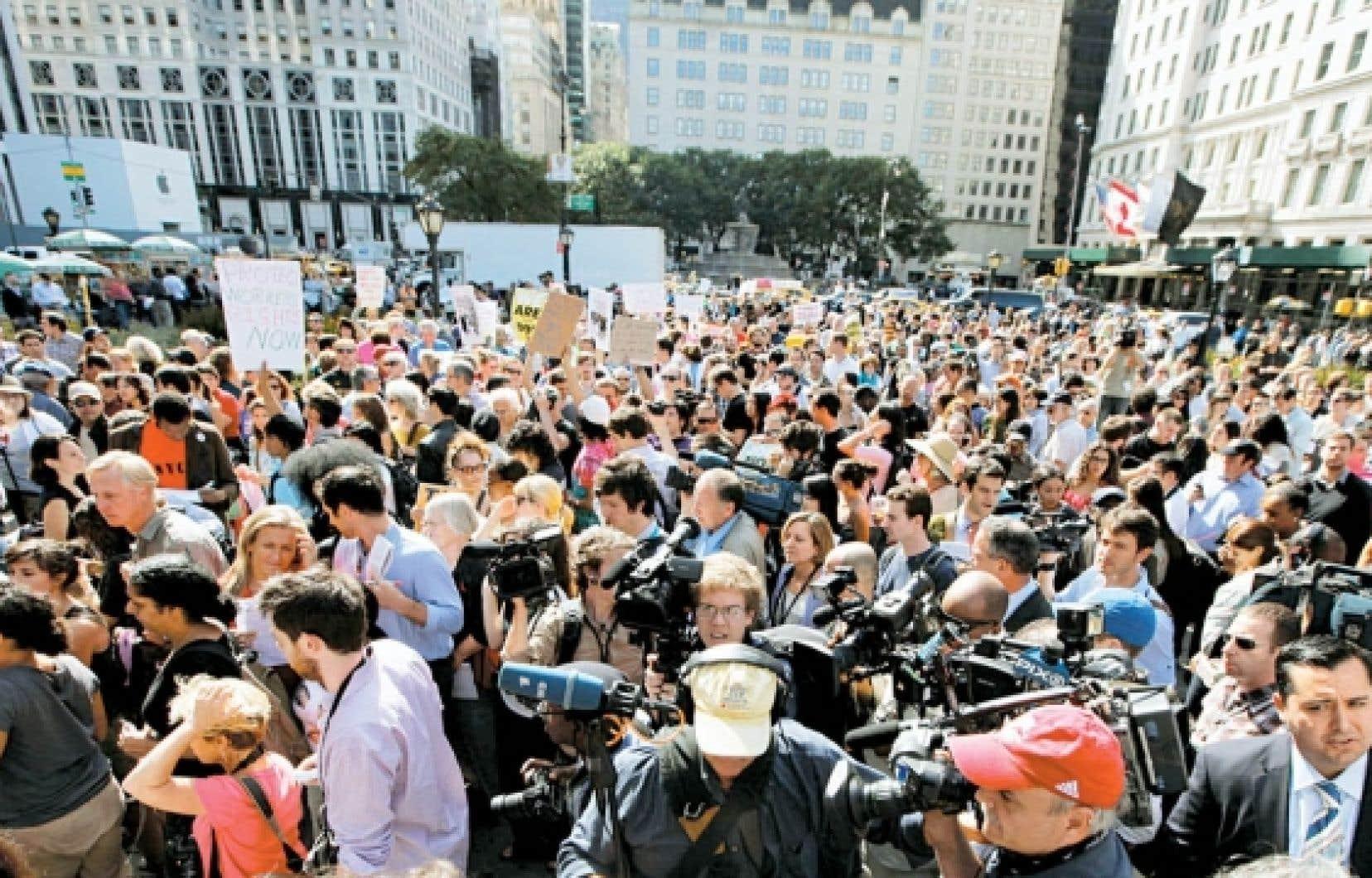 Les indignés de Wall Street dans la 5e avenue à New York, cette semaine, un mouvement qui prend de l'ampleur en Amérique du Nord et qui traduit le ras-le-bol généralisé devant les dérives du capitalisme. Le germe d'une révolution?