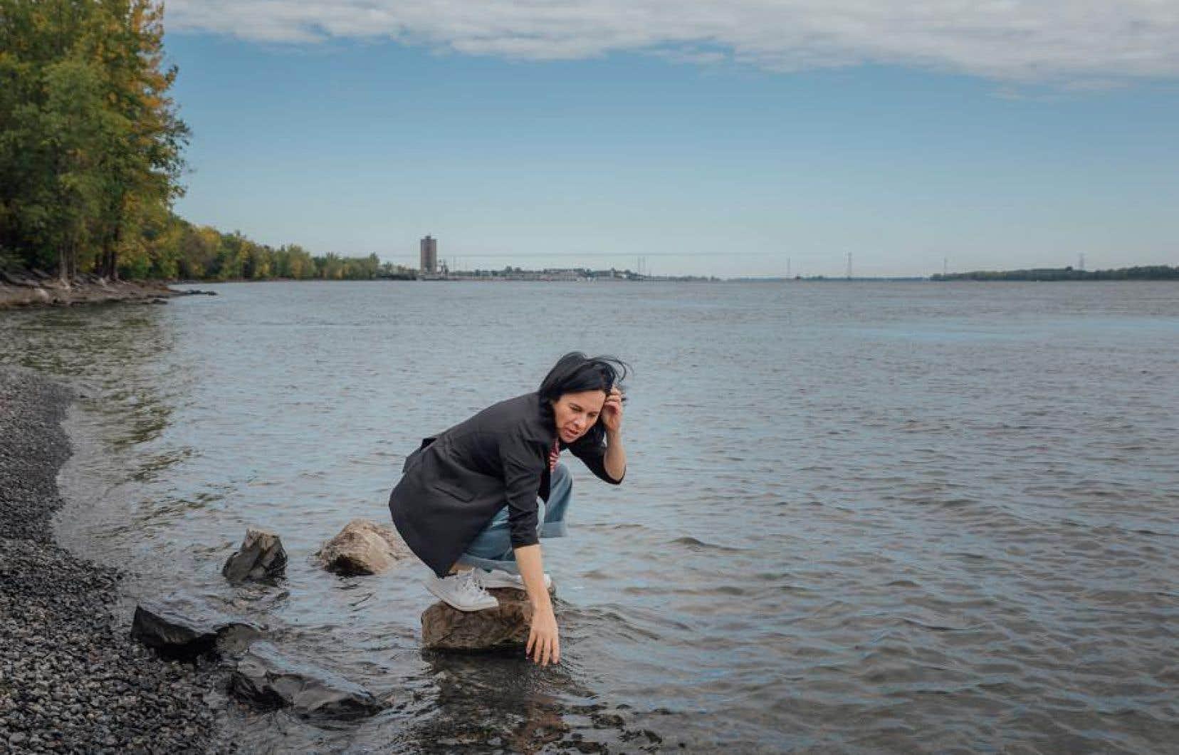 La cheffe de Projet Montreal, Valerie Plante, lors d'une conference de presse sur l'élargissement de l'accès aux berges pour la baignade au parc de la Promenade-Bellerive.