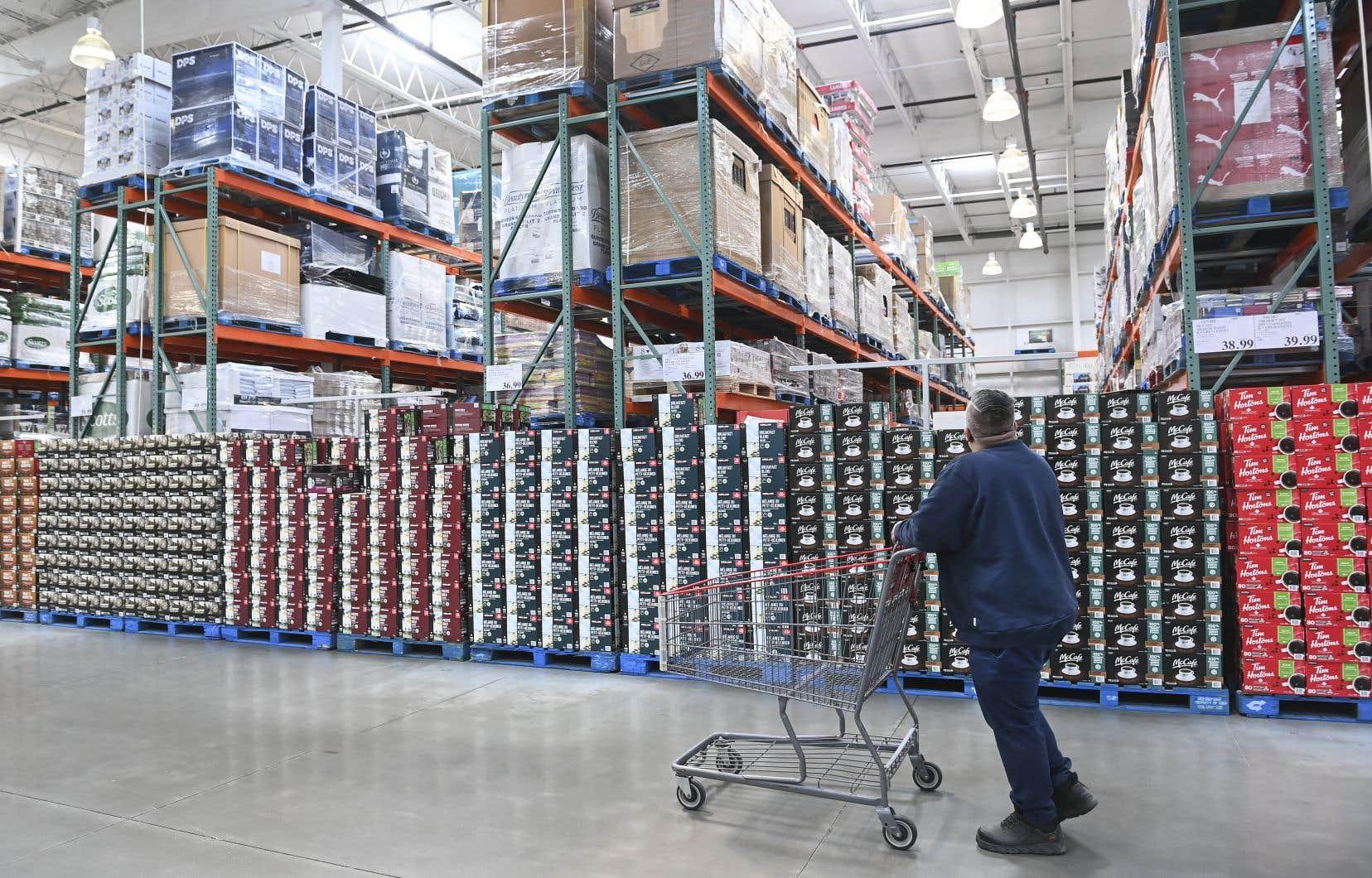 «C'est en fait l'économie consumériste depuis l'extraction jusqu'aux étagères des magasins ou des entrepôts qu'il faut ralentir», affirme l'auteur.