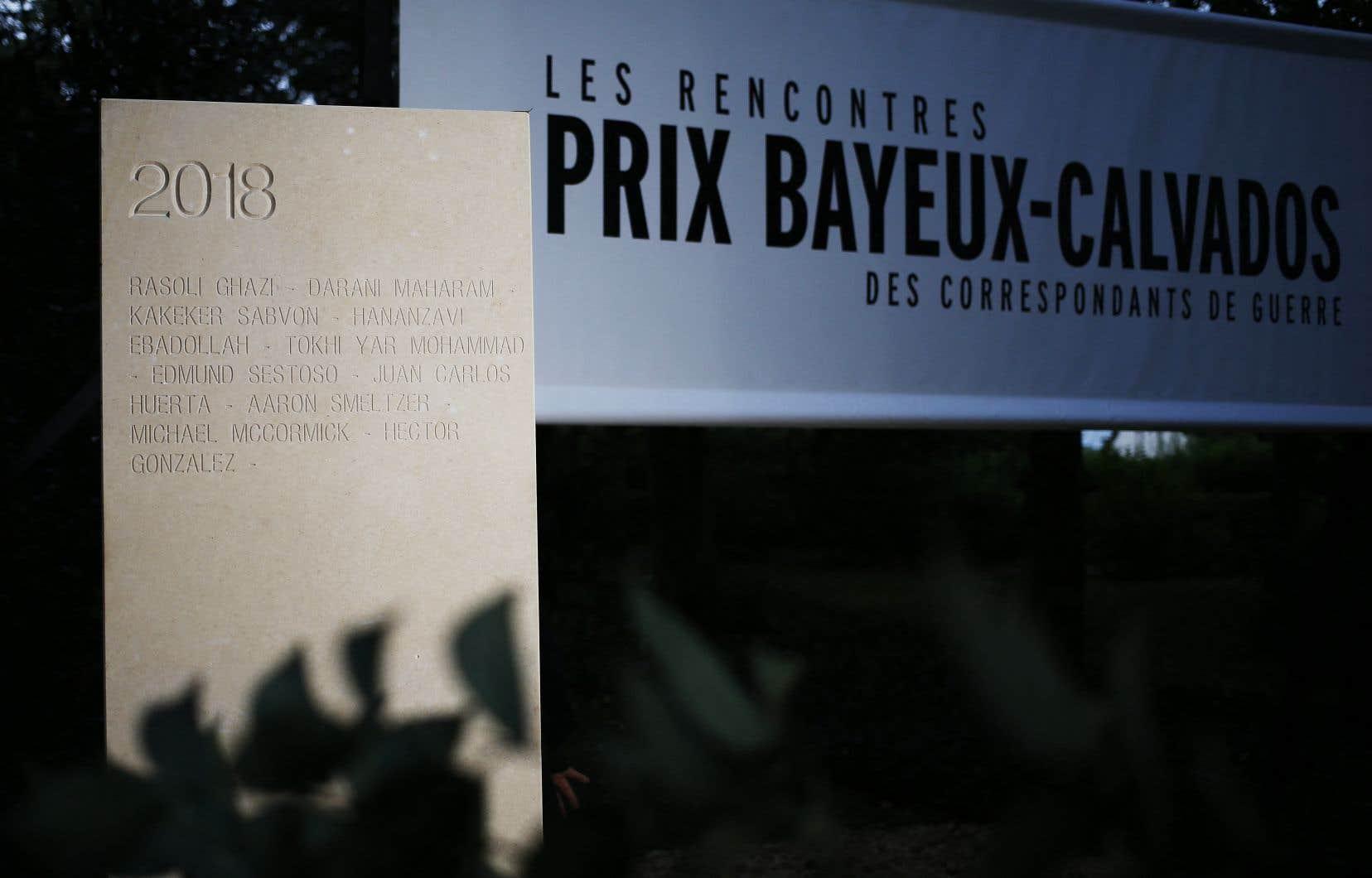 La semaine sera marquée comme tous les ans par le dévoilement jeudi d'une stèle portant le nom de journalistes tués dans l'exercice de leur métier au Mémorial des reporters deBayeux. On voit ici la stèle présentée en 2018.