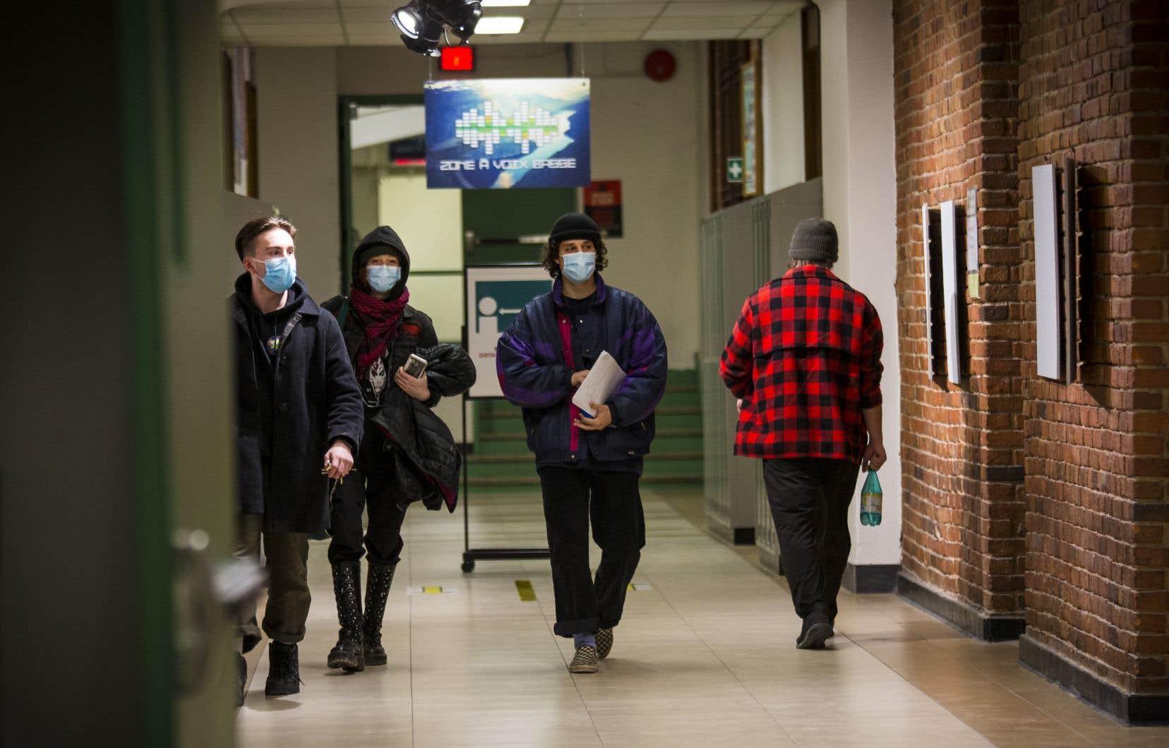 Limiter l'accès aux études collégiales en anglais inciterait les jeunes québécois à quitter le Québec, selon la Fédération des cégeps.