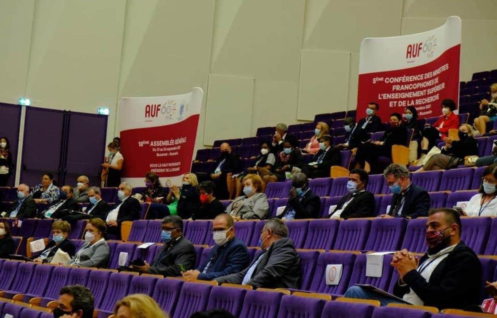 Plus de 15 000 personnes ont été consultées, dont les ministres francophones de l'Enseignement supérieur et de la Recherche.